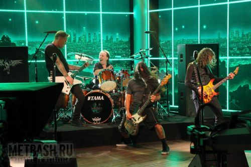 http://metclub.ru/photo/albums/userpics/10161/normal_metallica-performs-for-whom-the-bell-tolls-on-the-late-late-show-with-craig-ferguson.jpg